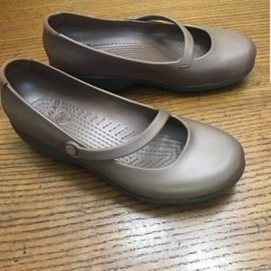 Metallic brown womans Crocs